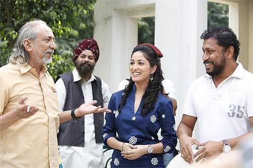 Shoojit Sircar with Yami Gautam and N K Sharma (far right), from Delhi-based theatre group Act One which Sircar has been a part of