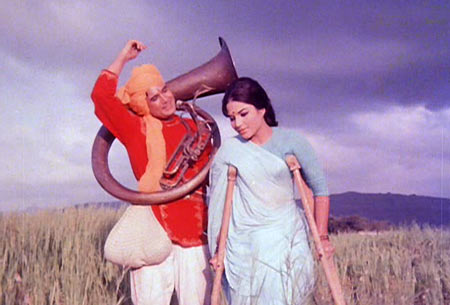 Rajesh Khanna and Baby Naaz in Sachaa Jhutha