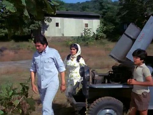 A scene from Aan Milo Sajnaa