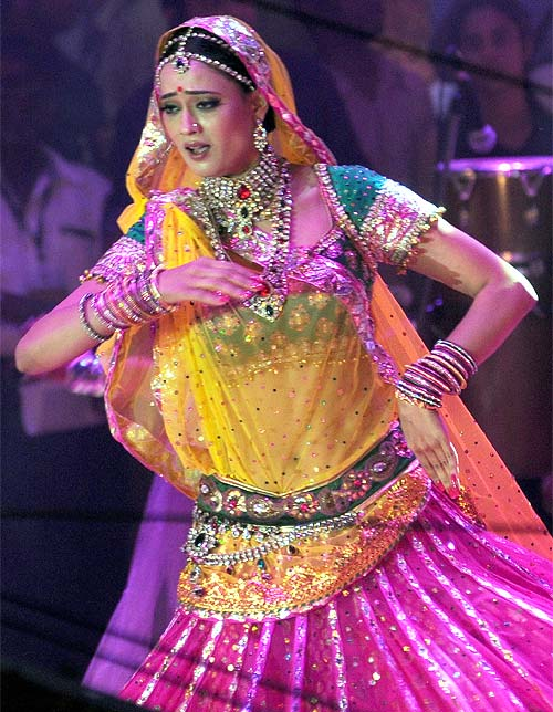 Television actress Shweta Tiwari performed for the gathered revellers at Shree Sankalap Prathisthan Dahi Handi in Worli.  Dressed in Indian finery, the leggy actress was quite a sight.