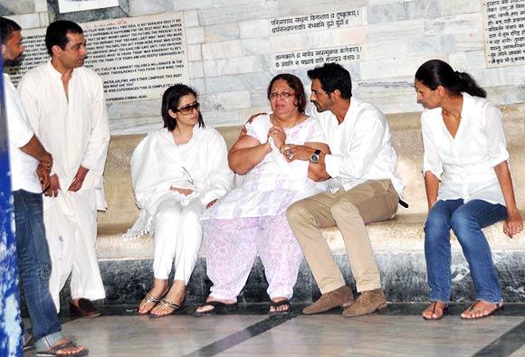 Manisha Koirala with Ashok Mehta's wife Neerja, Arjun Rampal, Mehr Jessia