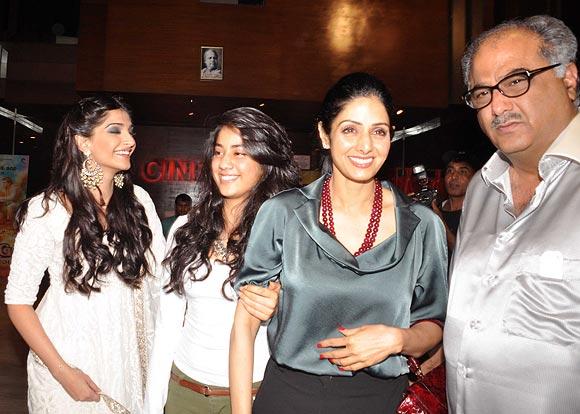 Sonam, Jahnvi, Sridevi and Boney Kapoor