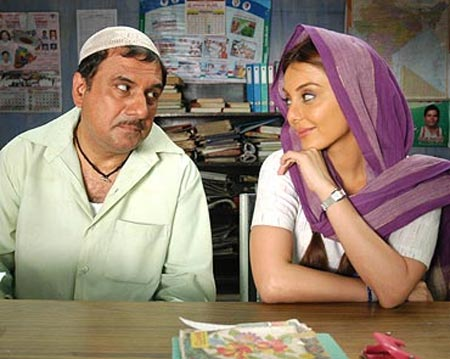 Boman Irani and Minissha Lamba in Well Done Abba