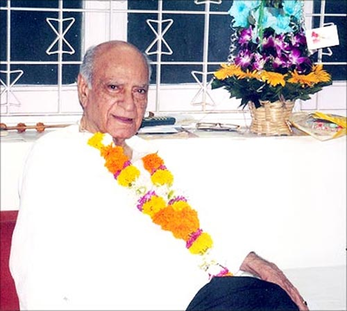A K Hangal