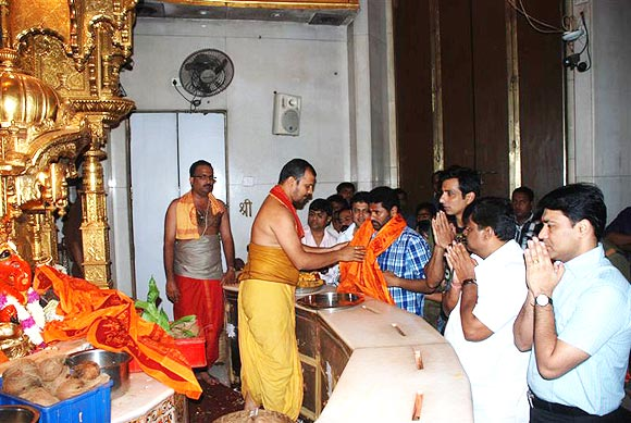 Prabhu Deva and Sonu Sood in Siddhivinayak temple