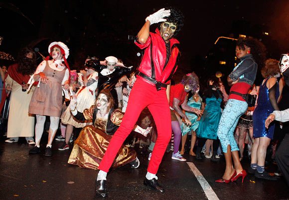 New Yorkers perform on Thriller for Halloween parade