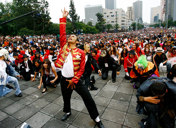 MJ's fans dance to Thriller on his 51st birthday in Mexico