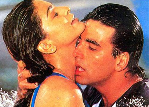 Juhi Chawla and Akshay Kumar in Mr And Mrs Khiladi