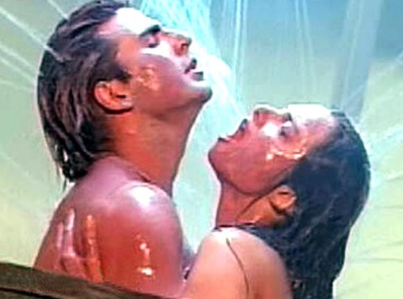 Akshay Kumar and Rekha in Khiladiyon Ka Khiladi