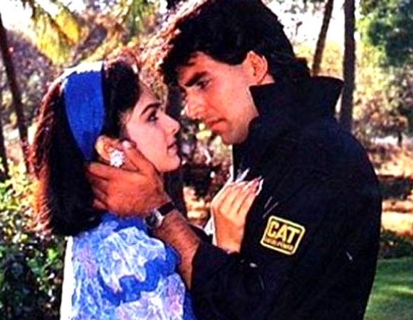 Ayesh Jhulka and Akshay Kumar in Khiladi