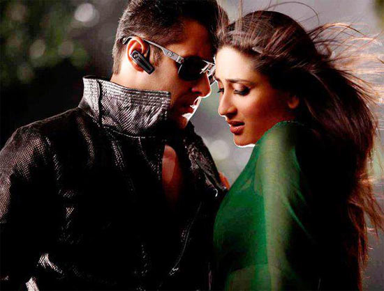 Salman Khan and Kareena Kapoor in the song Teri Meri from Bodyguard