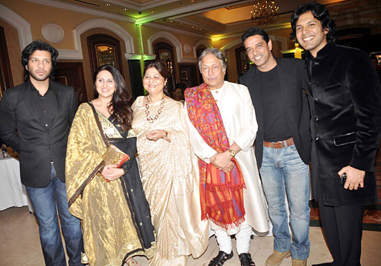 Juhi Babbar and Anup Soni with the Khans