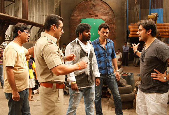 Arbaaz and Salman Khan on the sets of Dabangg