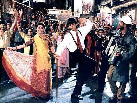 Juhi Chawla and Shah Rukh Khan in Raju Ban Gaya Gentleman