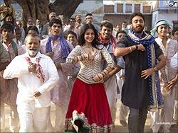 A scene from Matru Ki Bijli Ka Mandola