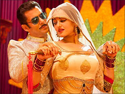 Salman Khan and Sonakshi Sinha in Dabangg 2