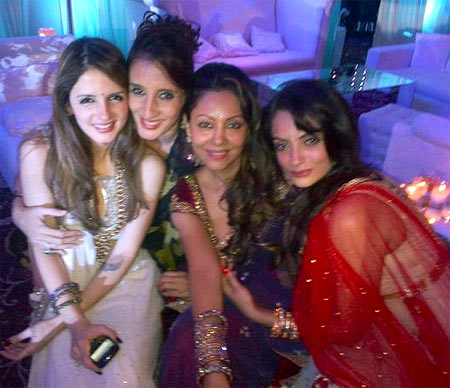 Sussanne Roshan, Farah Khan Ali, Gauri Khan and Seema Khan