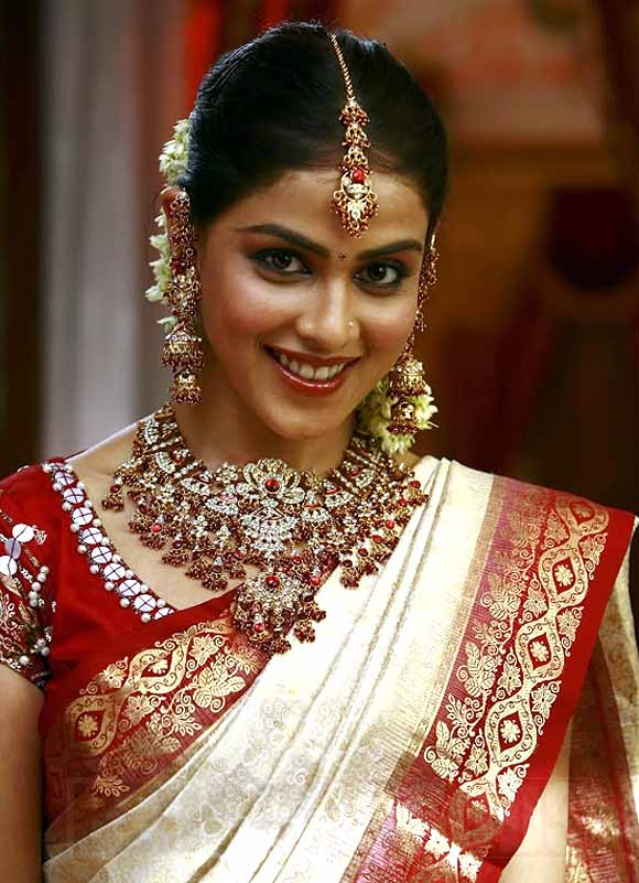 Genelia D'Souza in Uthima Puthiran