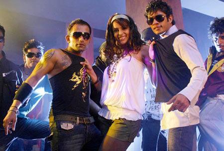 Mallika Sherawat Ugly Aur Pagli (2008)