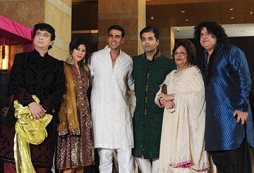Sajid Nadiadwala, Wardha Khan, Akshay Kumar, Karan Johar, Hiroo Johar and Sajid Khan