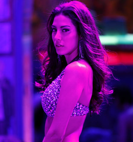 Malika Haydon in Agent Vinod