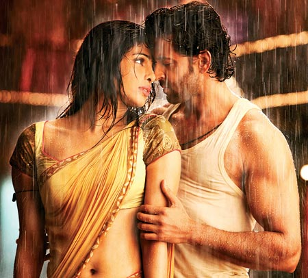 Priyanka Chopra and Hrithik Roshan in Agneepath