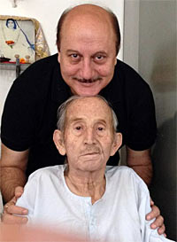Anupam Kher had tweeted a picture of himself with his father only recently