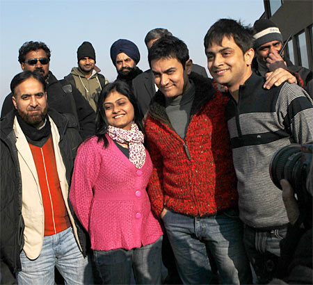 Aamir Khan with tourists
