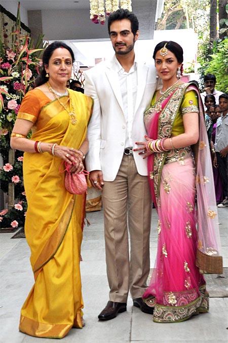 Hema Malini, Bharat Takhtani and Esha Deol