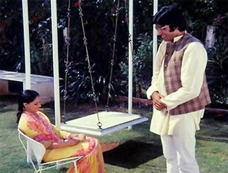 Jaya Bachchan and Amitabh Bachchan in Chupke Chupke