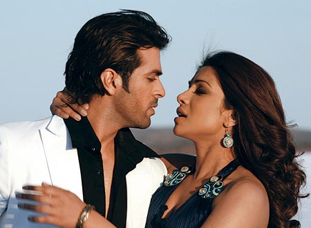 Priyanka Chopra and Harman Baweja in Love Story 2050