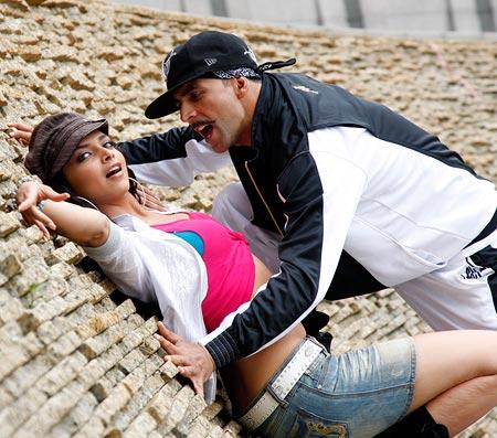 Deepika Padukone and Akshay Kumar in Chandi Chowk To China