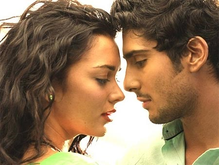 Amy Jackson and Prateik in Ekk Deewana Tha