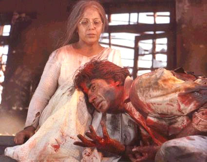 Amitabh Bachchan and Rohini Hattangadi in Agneepath