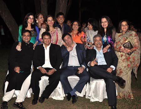 Rishi Kapoor holds David Dhawan's wife's hand, as he sits next to Rumy Jaffrey (extreme left)  and Satish Shah