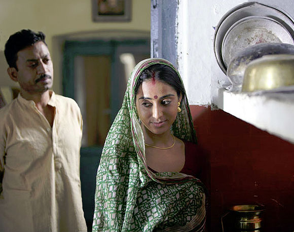 Irrfan Khan and Mahie Gill in Paan Singh Tomar