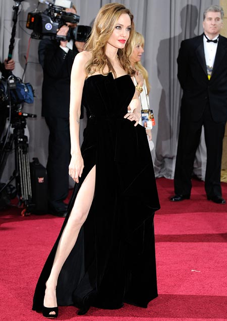 Oscars 2012: Angelina, Penelope walk the Red Carpet