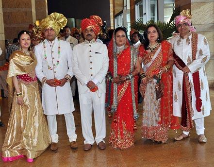 Aditi Deshmukh, Amit Deshmukh, Vilasrao Deshmukh and Vaishali Deshmukh, Pinky Bhagnani and Vashu Bhagnani