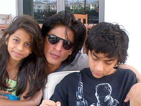 Suhana, Shah Rukh Khan and Aryan