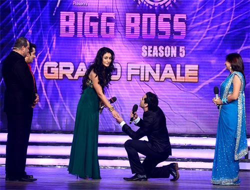 Danish Khan proposes to Mahek at the Bigg Boss finale