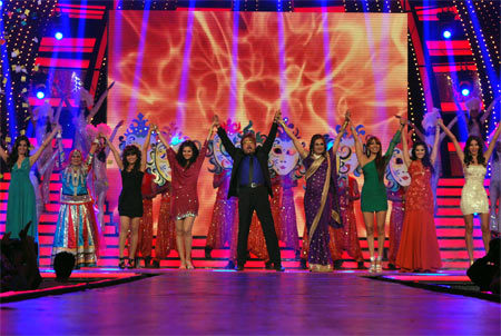 Shakti Kapoor in the group dance with other contestants