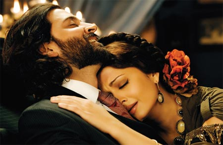 Hrithik Roshan and Aishwarya Rai in Guzaarish