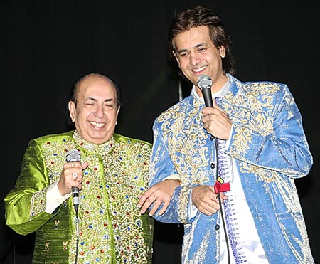 Ruhan Kapoor performs with Mahendra Kapoor at San Francisco