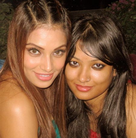 Bipasha with her sister