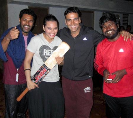 Prabhu Deva, Sonakshi Sinha, Akshay Kumar and a crew member