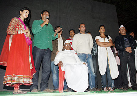 Anna Hazare with the Gali Gali Chor Hain team
