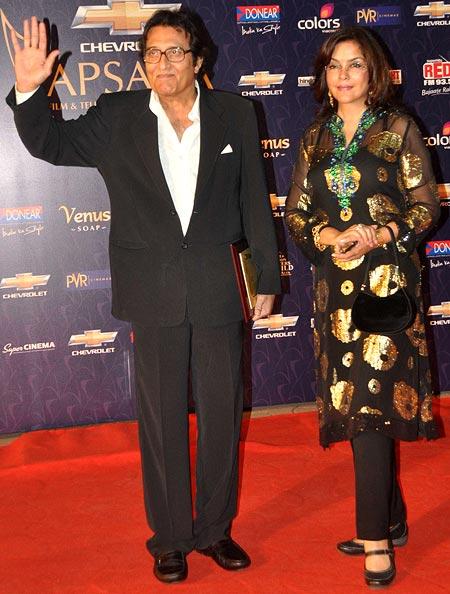 Vinod Khanna and Zeenat Aman