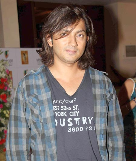shirish kunder height