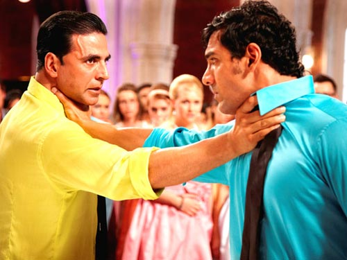 Akshay Kumar and John Abraham in Housefull 2