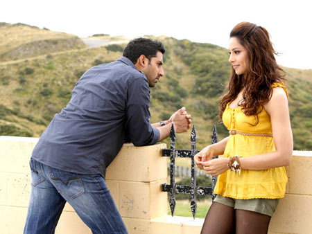 Abhishek Bachchan and Bipasha Basu in Players
